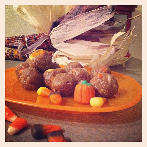 candy corn cookie dough - www.getWelli.com - #glutenfree #vegan #raw #Halloween #dessert #cookiedough