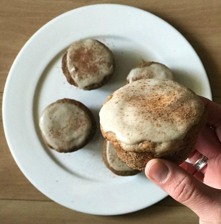 Grain free Cinnamon Roll Muffins - #getWelli.com - #getWelli #vegan #paleo #glutenfree #grainfree #breakfast #muffins